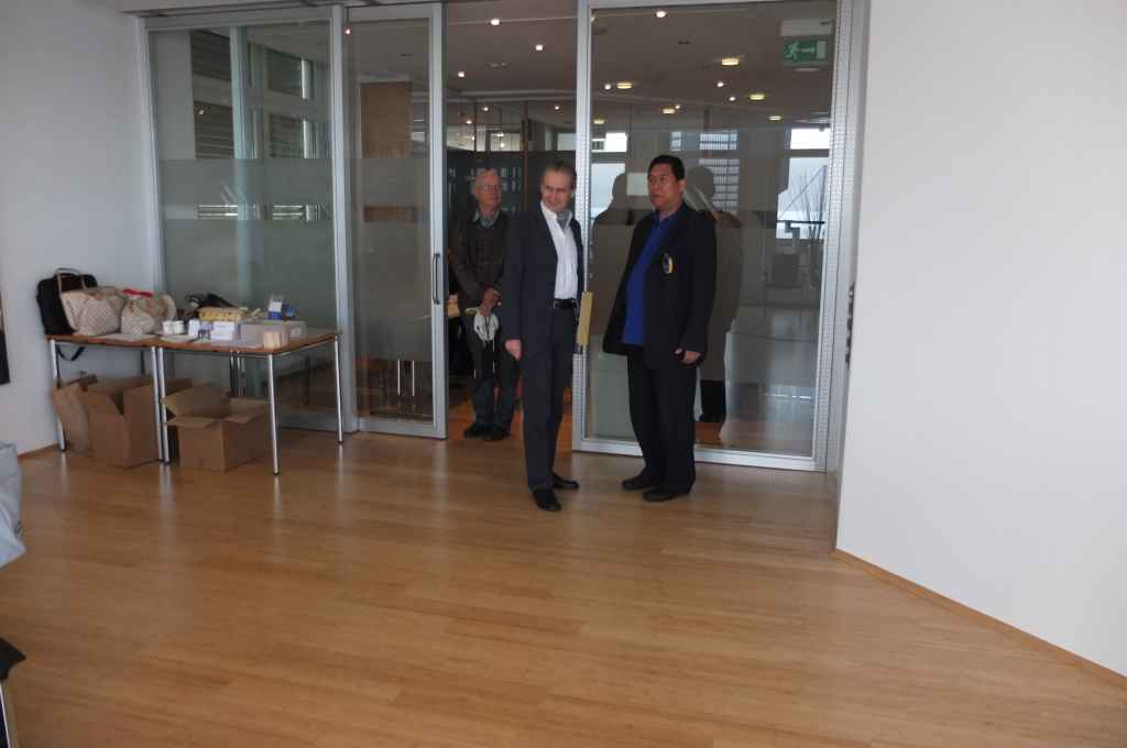 Consul Heidrich welcomes Minister Melicor and the outreach team to the Bank im Bistum Essen.