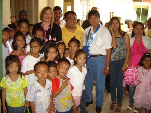 Ms. Sabine Weiss with the pupils of Palapar Norte Elementary School