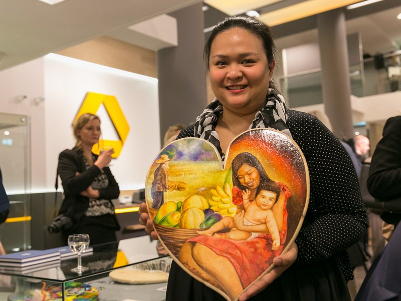 Cultural Attaché Mylah Rubio with the Philippine heart, `A Mother´s Heart` by artist Jan Blanco from Angono, Rizal. /Photos courtesy of Commerzbank