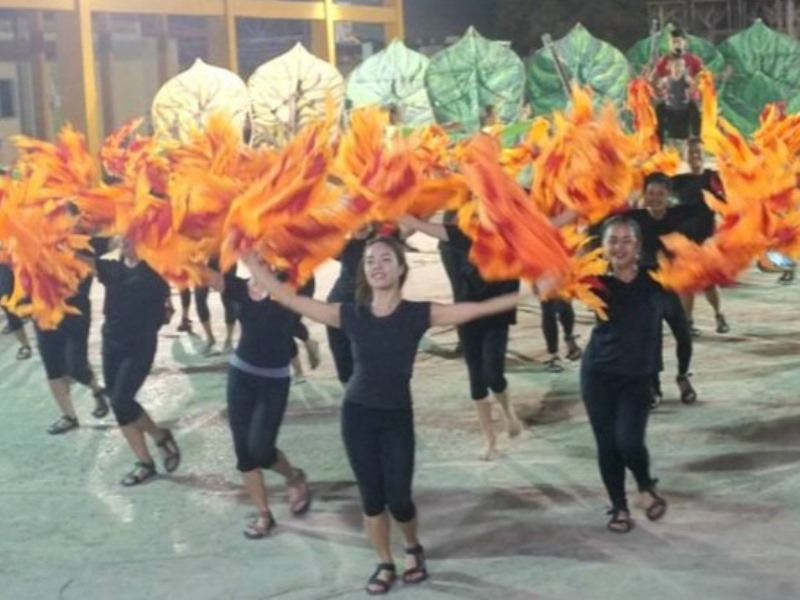 The Ambassadors were given a preview a of the Dinagyang festival at the Iloilo City National High School. The Dinagyang, which means merry-making in Ilonggo, is held yearly during the last week of January