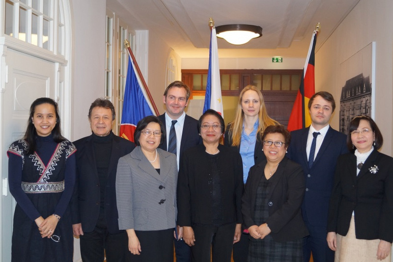Secretary Baldoz and Ambassador Thomeczek pose with the TWP partners after their meeting at the Embassy. First row (L-R): Consul Torres, Verdi Executive Board Member Herbert Beck, POEA Assistant Administrator Casco, POEA Director de Guzman; second row (L-R) GIZ TWP Head Bjӧrn Gruber, ZAV Managing Director Kea Eilers, and ZAV TWP Director Adrian Lehmann.