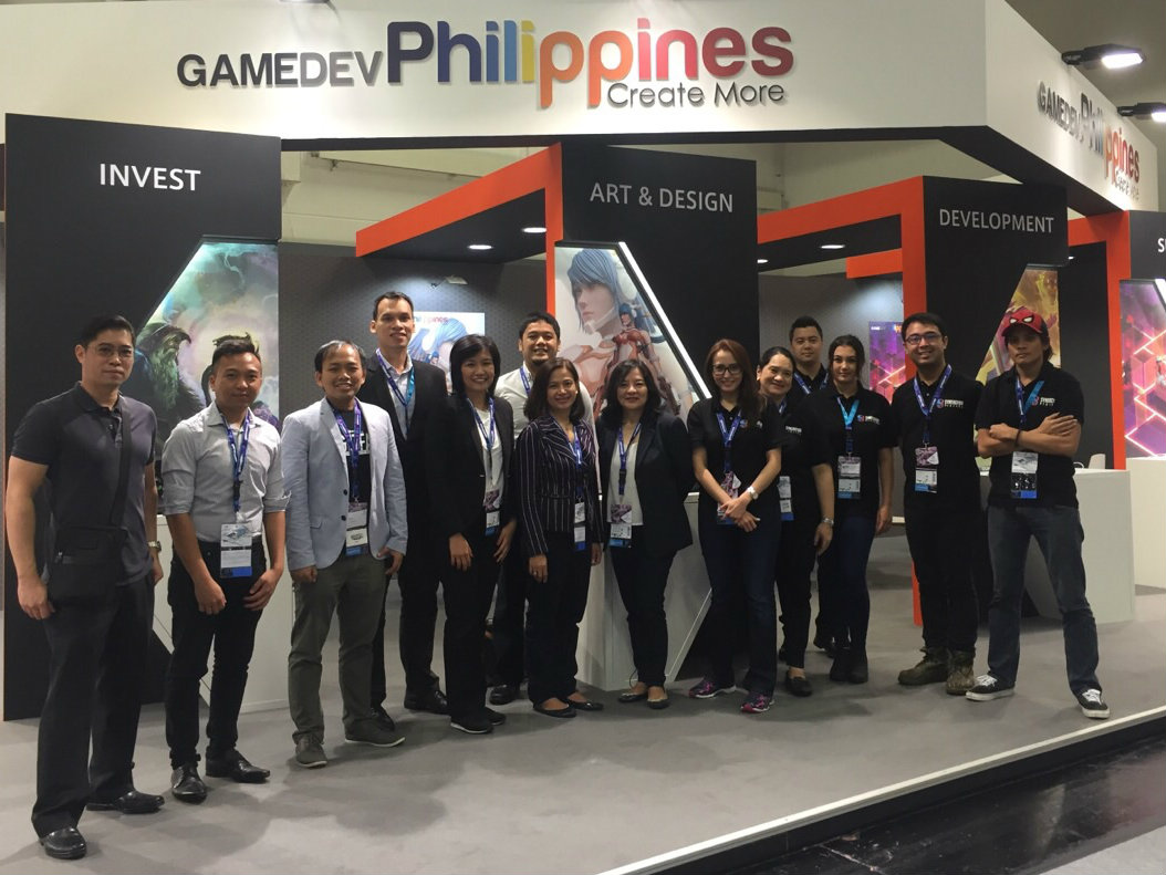PH Commercial Counsellor in Germany Althea Antonio (5th from left) and PTIC-Berlin staff Van Randolf Tan               (2nd from left) join the PH delegation at Gamescom 2016 under the GAMEDEVPhilippines banner.