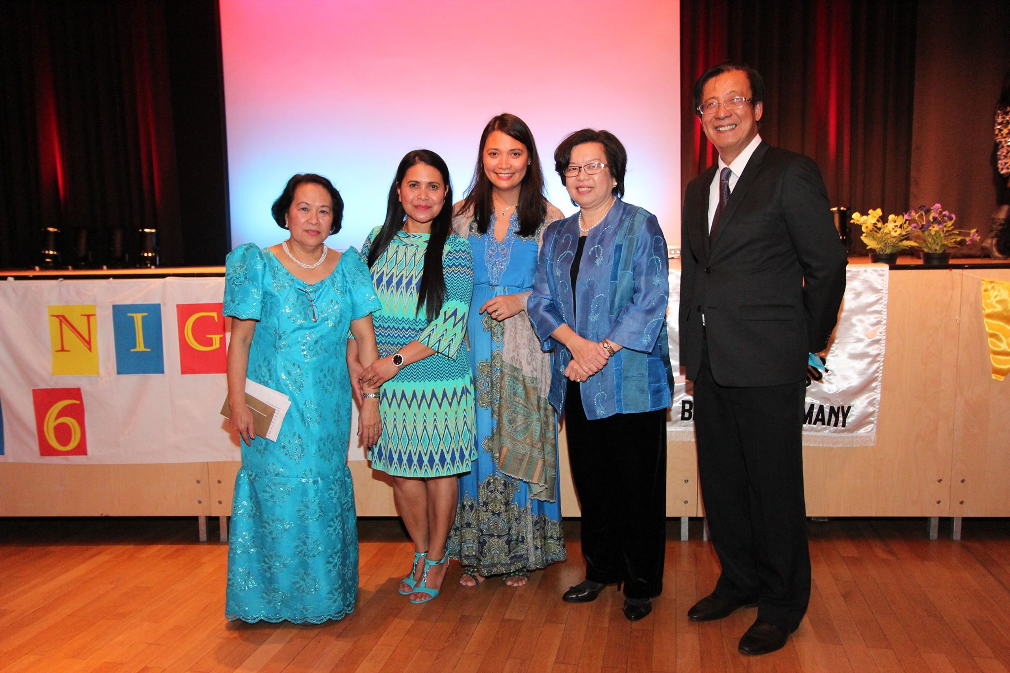 Philippine Ambassador Melita S. Sta. Maria-Thomeczek (second from right) with members of Club Bol-Anon, e.V. headed by Mrs. Veronica Boensch (leftmost)