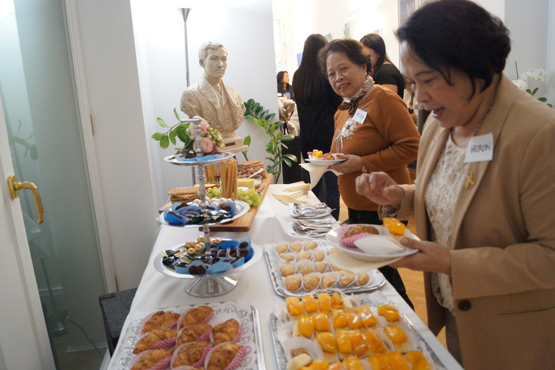 Participants trying out the Filipino treats on offer