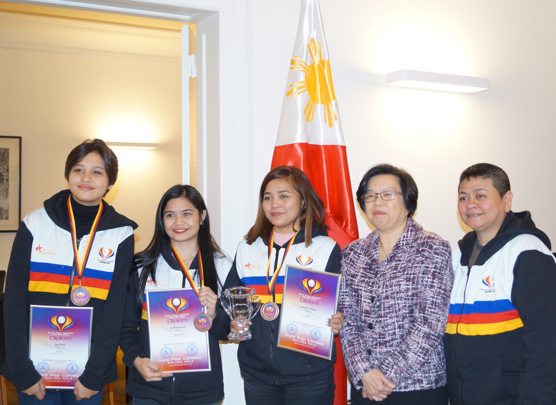 Ambassador Melita S. Sta. Maria-Thomeczek (3rd from left) and the group´s manager Charie Vega (rightmost) with this year´s participants to the competition (L-R) Janine Fiona Kent (5th place), Jo Navarroza (diploma award), and Jovelyn Torres (3rd place)