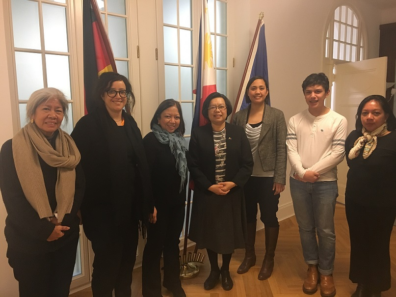 During her week-long stay in Berlin, Director Diaz (3rd from left) called on Ambassador Melita S. Sta. Maria-Thomeczek(middle)with Motherland Editor Leah Marino (2nd from left) and members of her family at the Philippine Embassy.