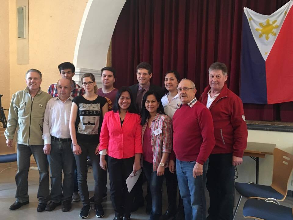 Neudenau Mayor Manfred Hebeiß (third from right, back row) and Consul Rona Beth Goce (2nd from right, back row) with members of the Filipino community organization, LuViMin.