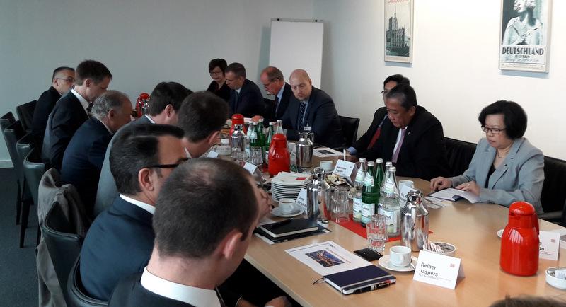 The Secretary presents PH's transport needs to German businesses.