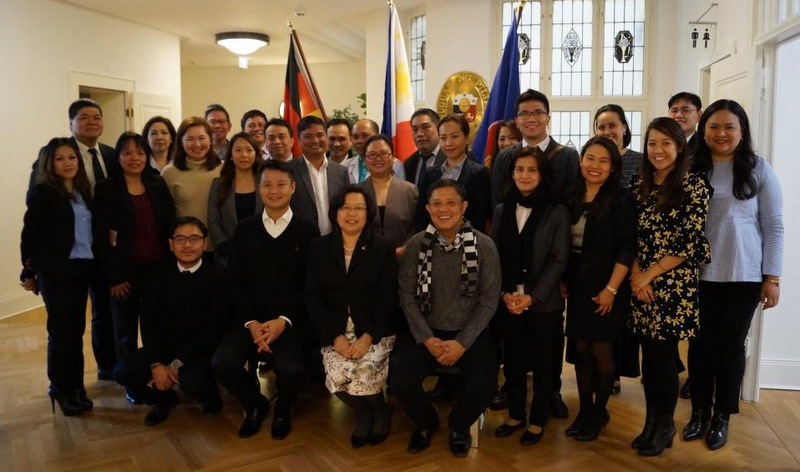 After a visit to the Philippine Embassy, Senator Gatchalian, Ambassador Thomeczek and Rep. Villarin posed with members of the Philippine delegation and Philippine Embassy officers and staff.