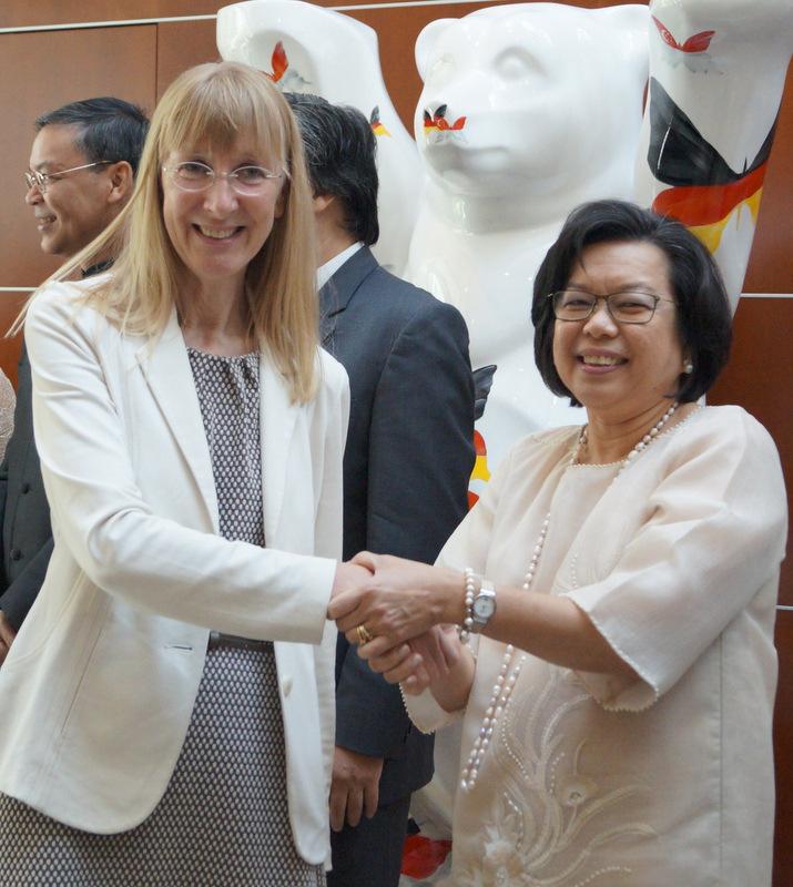 Ambassador Thomeczek welcomes Director General Lepel.