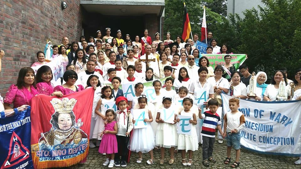FILIPINOS IN GERMANY CELEBRATE THE SANTACRUZAN